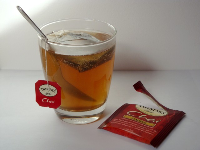 CARNETFEMININ_THE_CHAI_ALMOND_TWININGS_2